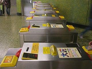 港鐵「特惠」車費沒有統一計算準則,不能單憑成人車費直接運算,而需要翻查收費表才可得知。筆者完全看不出有甚麼原因需要刻意維持這種擾民的差異性。 (圖片:Skwanem@Wikimedia)