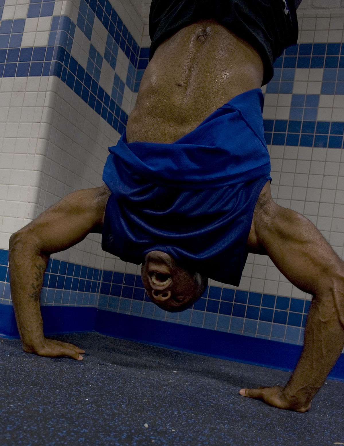 Handstand push-up - Wikipedia