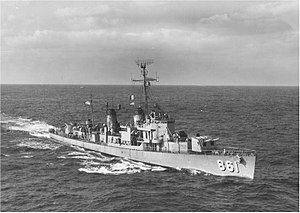 Harwood (DDE-861) underway on 3 February 1960 (USN 104728).jpg