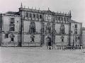 Hauser y Menet (1891) Alcalá de Henares, fachada de la Universidad.png