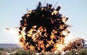 الصاروخ الموجه الامريكي هيلفاير 180px-Hellfire_Tank-explosion
