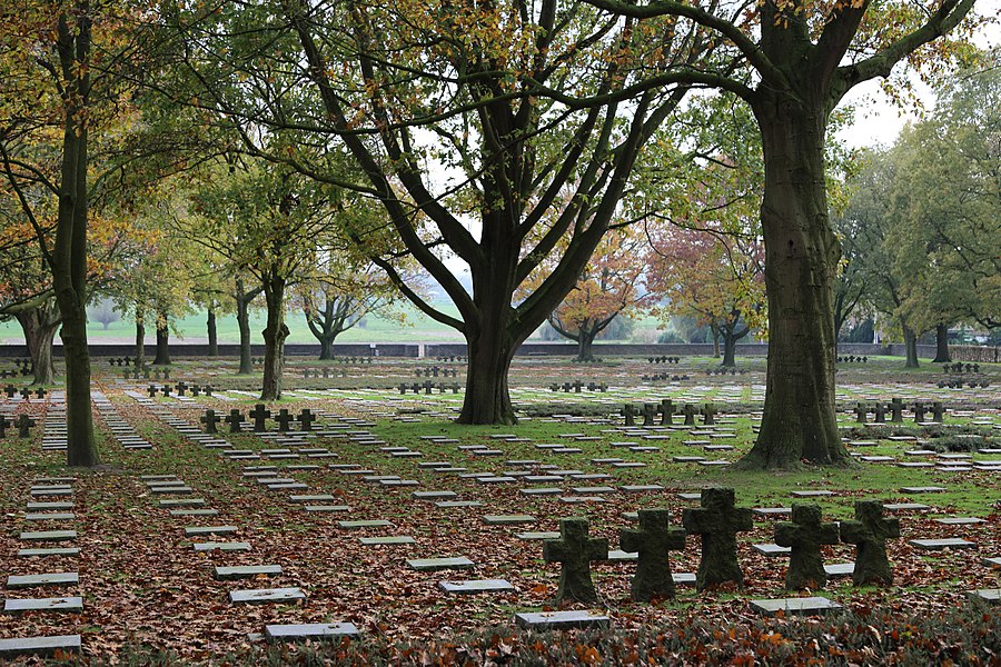 Hooglede (province of West Flanders, Belgium): German war cemetery (WW 1)