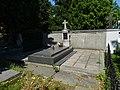 Hostivař, hrob Koukalových.jpg
