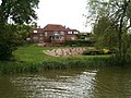 House on the Kennet and Avon canal 2.jpg