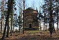 Hrobka Daubků - průčelí 5.3.2015.JPG