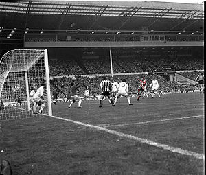 Sunderland A.F.C. - Ian Porterfield's winning goal in the 1973 FA Cup Final