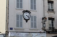 Immeuble Horloge Place St Denis Coulommiers 1.jpg