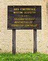 Informatiebord over de begraafplaats. Locatie, Kerk van San Rocco met daaromheen de militaire begraafplaats in Peio Paese.jpg