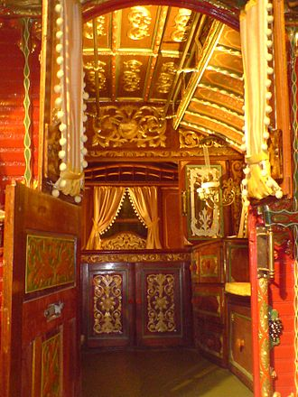 Vardo (Romani wagon) -  Interior of a Reading vardo, as used by the British Romani (Romanichal), donated to a museum by a family from Rhu.