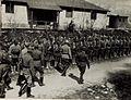 Inspizierung des Bergführerkurses in Bozen durch Exzellenz von Roth, 29.4.1917. Exzellenz schreitet die Front der Bergführerabteilung ab. (BildID 15584256).jpg