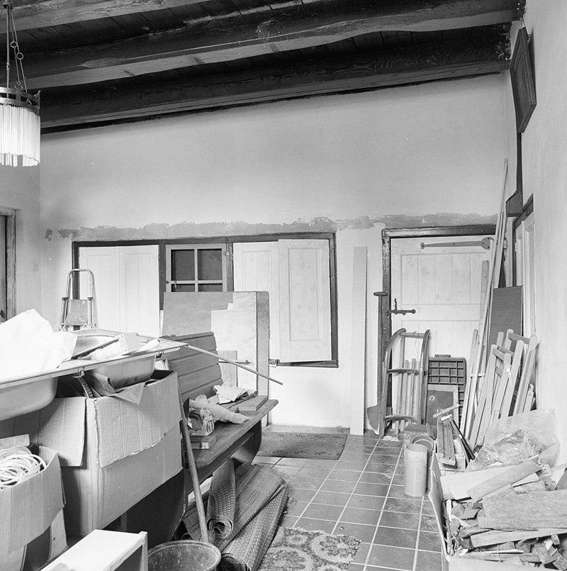 Boerderij en vensters met luiken en twintigruitsschuiframen oude roedenberg en wagenschuur in - Oude foto keuken ...