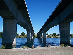 Interstate 182 Bridge - Image: Interstate 182 bridges over the Columbia River 1