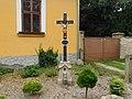 Kříž u fary v Kališti (Q104975549).jpg
