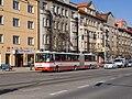 Křižovatka Bělohorská - Vaníčkova, průjez autobusu.jpg