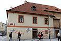 Kasárna Jiřího z Poděbrad, z toho jen hlavní budova a budova jízdárny (Nové Město) (2).jpg