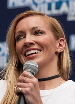 Katie Cassidy 07 (cropped).jpg