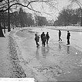 Kinderen op het ijs op de Stadhouderskade, Bestanddeelnr 914-7091.jpg