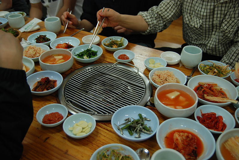 File:Korean barbecue-Grill and banchan.jpg