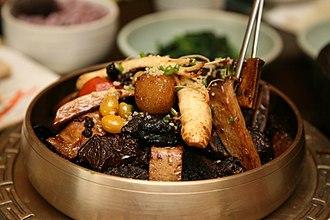 Jjim - Image: Korean braised beef short ribs Galbijjim 02