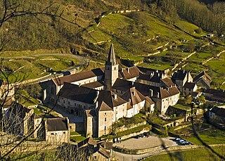 320px-L%27abbaye_de_Baume-les-Messieurs dans Jura