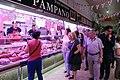 La alcaldesa celebra con los comerciantes el 75 aniversario del Mercado de Chamberí 03.jpg