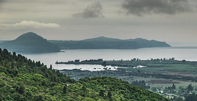 640px-Lake_Taupo_01.jpg