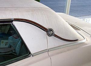 Landau (automobile) - Simulated landau bar on the C-pillar of a 1967 Ford Thunderbird