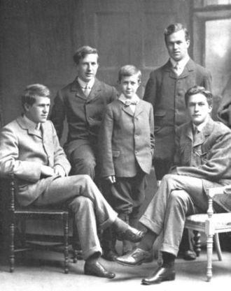 A. W. Lawrence - The Lawrence brothers in 1910 – Thomas (left), Frank, Arnold (centre), Bob and Will