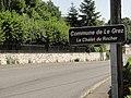 Le Grez (Sarthe) entrée de Le chalet du Rocher.jpg