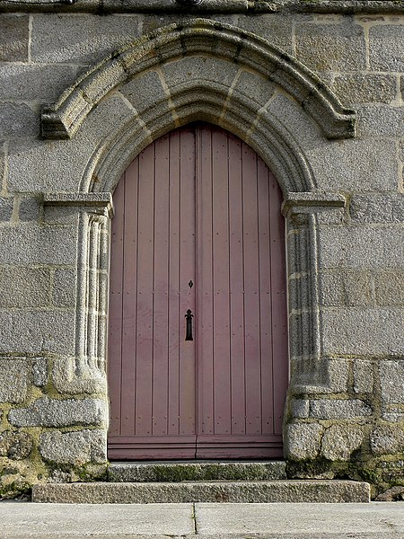 Extérieur de l'église Saint-Martin, Le Loroux (35). Portail occidental.