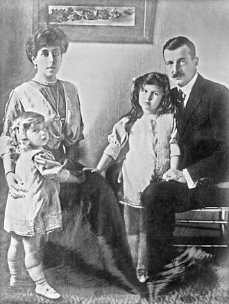 Kirill Vladimirovich, Grand Duke of Russia - Kirill with his wife Victoria and their two daughters Marie and Kira