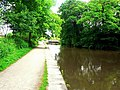 Leeds and Liverpool Canal, approaching Hirst Lock - geograph.org.uk - 1340579.jpg