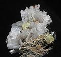 Leucophanite, natrolite, rhodochrosite, aegirine 300-4-2003.JPG