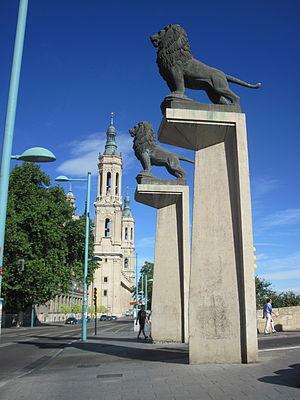 Puente de Piedra (Zaragoza) - The lions on the pillars