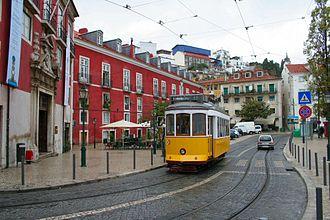 Alfama - Image: Lissabon Strassenbahn