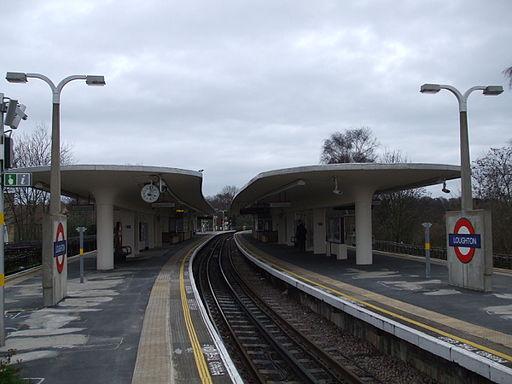 Loughton station centre platform north