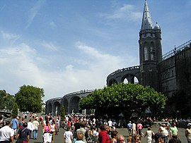 Lourdes cathedral cave side 1.jpg
