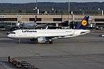 Lufthansa Airbus A320-214 D-AIZW (22679109941).jpg