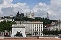 Lyon, Place Bellecour, hinten Notre-Dame de Fourvière (19.) (41794499525).jpg