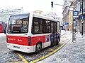 Malostranské náměstí, elektrobus v zastávce.jpg