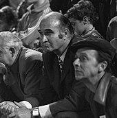Photographie montrant le président de l'OM de l'époque, Marcel Leclerc, en train d'assister au match contre l'Ajax Amsterdam.