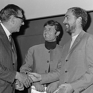 Maurice Agis - Maurice Agis and Peter Jones receiving the Sikkens Award (1967)