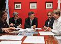 Mauricio Macri firmó un convenio para la creación de otra Casa de Ronald McDonald (6945682946).jpg