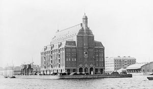 Midtermolen - A photograph of the pier from the north, c. 1930