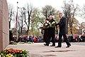 Ministru prezidents Valdis Dombrovskis vēro Rīgas garnizona vienību militāro parādi pie Brīvības pieminekļa (6334480434).jpg