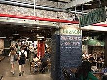 אייל שני לא יודע לבשל מעולם לא למד בישוף והוא לא שף אבל לדבר ולמכור ולשווק הוא כן יודע 220px-Miznon_restaurant_NYC_vc