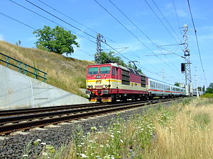 Train EC Jan Jesenius from Hamburg-Altona, Berlin-Hauptbahnhof, Dresden-Hauptbahnhof and Děčín Hlavní nádraží station near Mlčechvosty train stop. Electric locomotive class 371 (Czech), cars are German