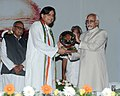 "Mohd. Hamid Ansari presenting the ""First Sree Narayan Guru Global Secular & Peace Award 2013"" to the Minister of State for Human Resource Development, Dr. Shashi Tharoor, at a function, at Thiruvananthapuram.jpg"