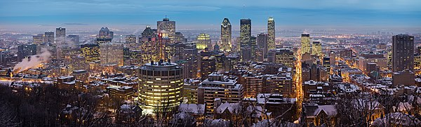 View of Montreal from the Mont-Royal belvedere Montreal Twilight Panorama 2006.jpg