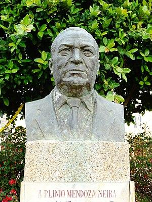Toca, Boyacá - Image: Monumento a Plinio Mendoza Neira por Mardoqueo Montaña Toca